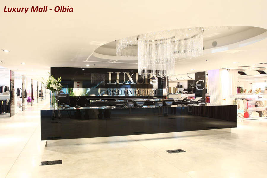 Shopping in Costa smeralda luxury mall olbia