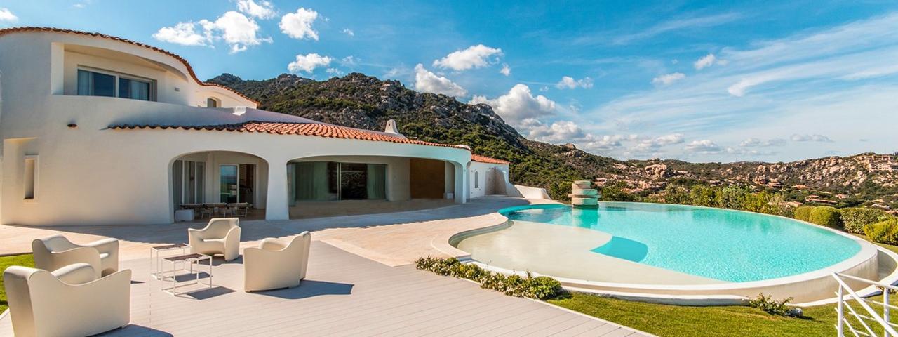 Ville in affitto in sardegna con piscina in costa smeralda for Ville con piscina immagini