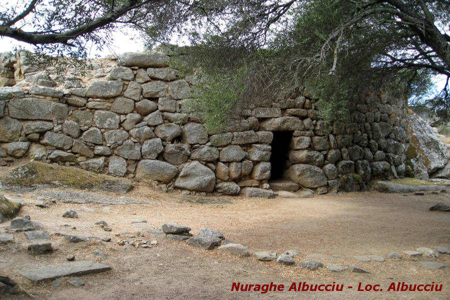 Archeologia della Costa Smeralda Nuraghe albucciu