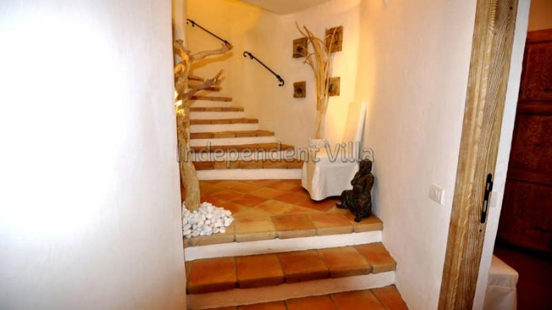 27 Le ville del Pevero Lux stairs