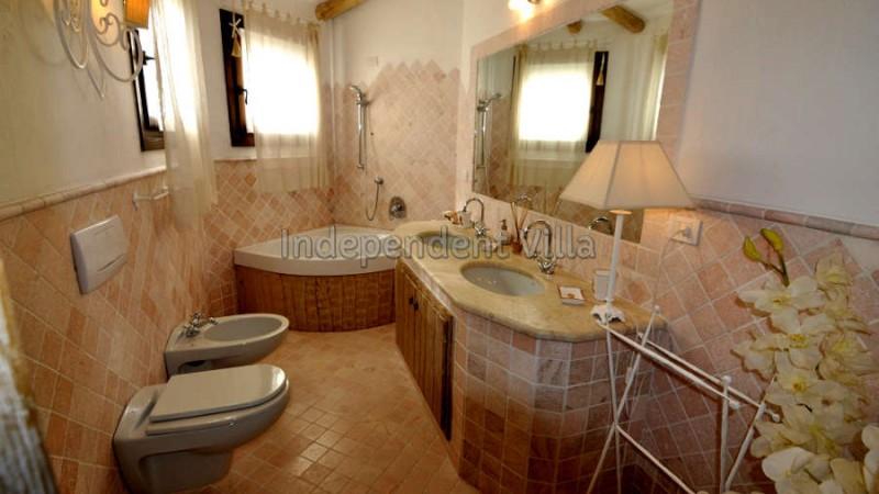 61 Le ville del Pevero Lux small villa bathroom