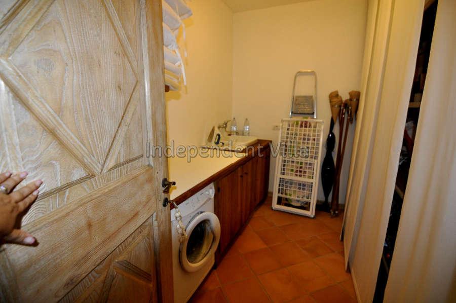 63  Le ville del Pevero Lux small villa laundry room