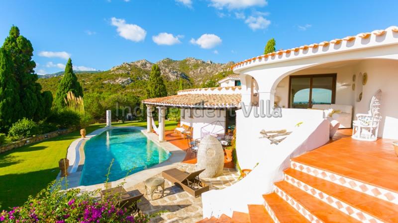 Independent villa villa alma lux villa per grandi for Ville con grandi vetrate