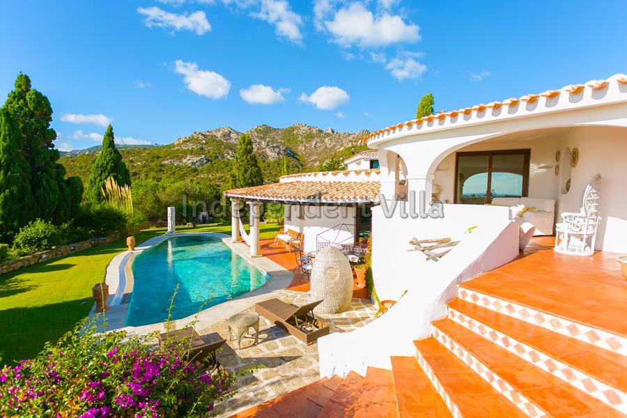 Villa alma lux villa per grandi famiglie o gruppi con piscina esclusiva independent villa - Villa con piscina sardegna ...