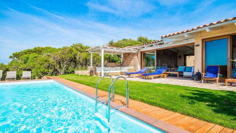 Villa olivier prestigious villa for rent in sardinia portobello di gallura for Portobello outdoor swimming pool